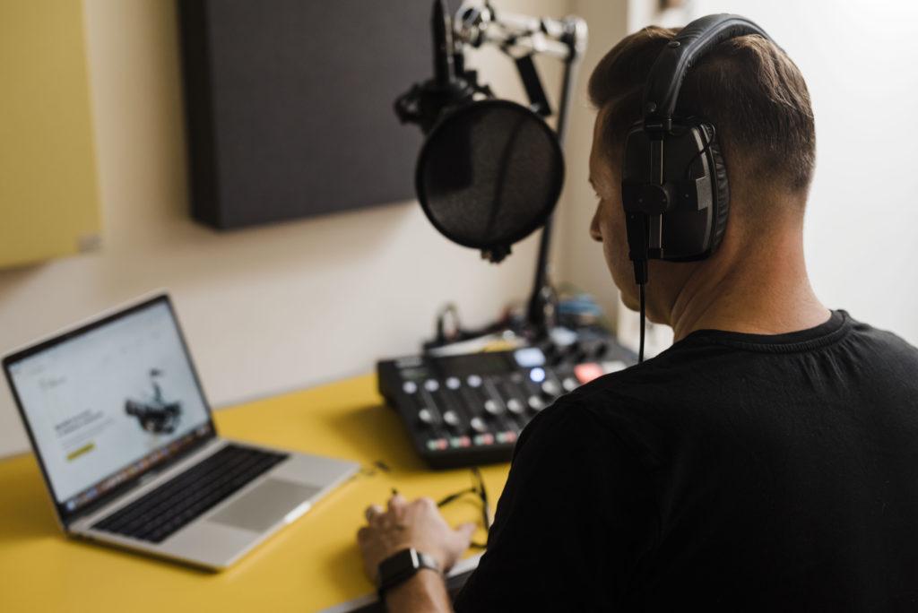 zarabiać na podcastach